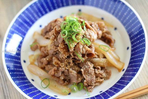 ごはんが進む!【牛肉のごま醤油炒め】レシピ|献立例+食卓のミニバラ
