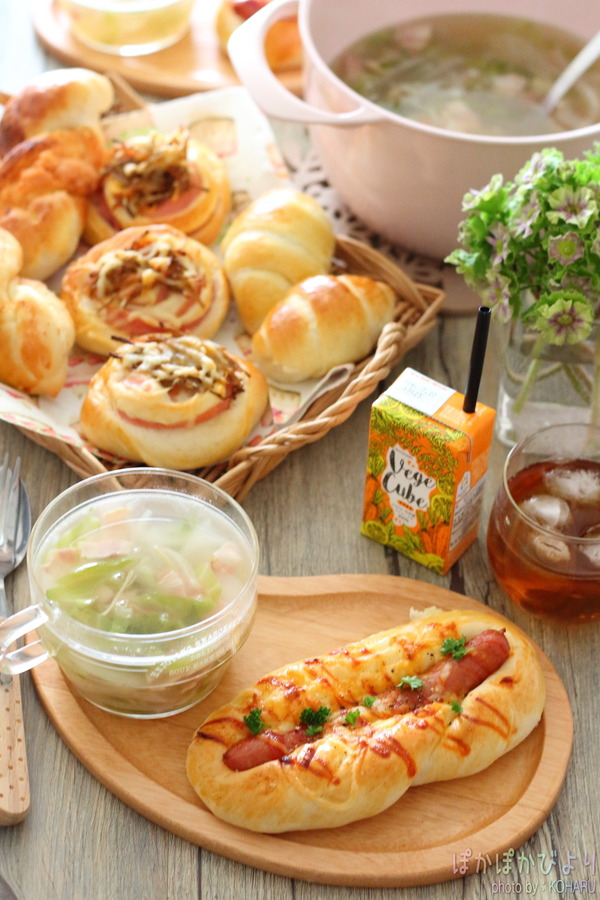 おうちで簡単パンランチ/1枚の天板で4種類のパン(ウィンナーボード・ハムきんぴらチーズ・明太子ツイスト・バターロール)