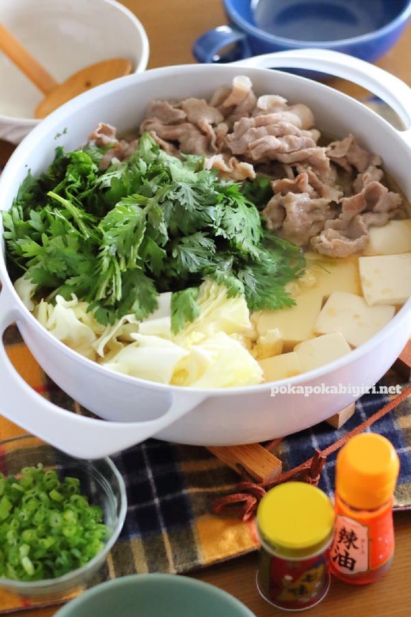 塩こうじとごま油であっさりうま味たっぷりな簡単鍋のレシピ