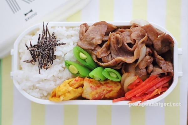 手抜き弁当|ラム肉炒め+カニカマチーズピカタレシピ