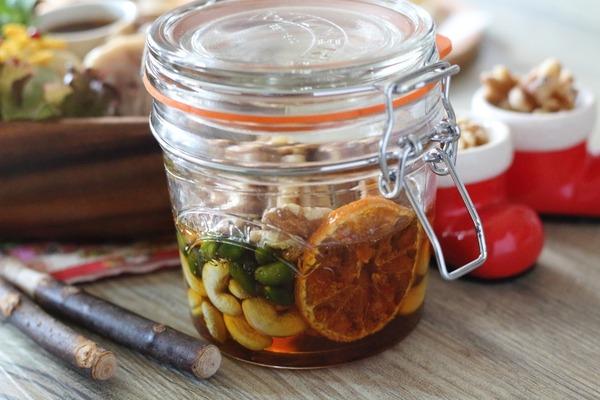 クルミたっぷり!ナッツのハチミツ漬け~クルミは多種の栄養素をバランス良く補給するのに適した食材