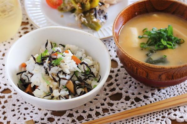 種ごと食べる焼きピーマン・ひじきご飯などのご飯日記