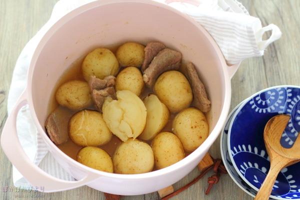 新じゃがと豚肉の煮物/世界一軽い鋳物ホーロー鍋UNILLOY