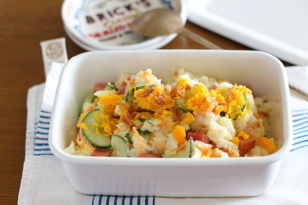 ポテトフレーク:湯を加えて簡単ポテトサラダ