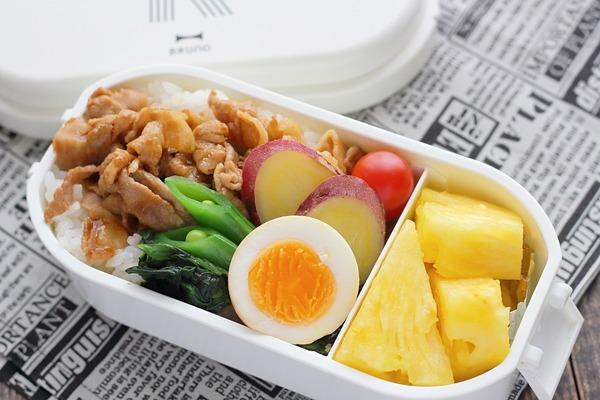 台湾メニューのお弁当|ルーローハン(魯肉飯)のっけ弁+台湾パイン(業務スーパー)