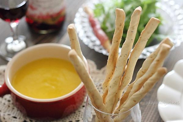 シチューやサラダに!黒胡椒ガーリックのグリッシーニレシピ(ポリ袋使用&トースターで焼く簡単レシピ)