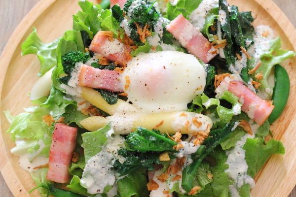 ごちそうサラダ|レンジ1分【ポーチドエッグ】レシピ