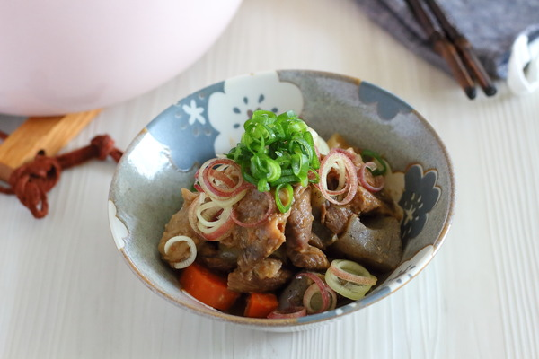 牛すじ肉とこんにゃくの味噌煮|味噌だれ使用で簡単レシピ