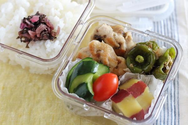 ピーマンは種わた丸ごと!おいしい簡単弁当|ナゲットは冷凍ストック、他は常備菜から。
