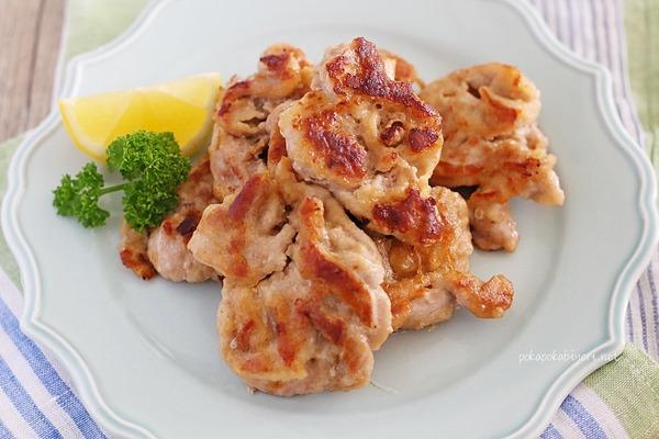 豚肉のカリカリ焼き|フライパンで一口サイズに焼くレシピ