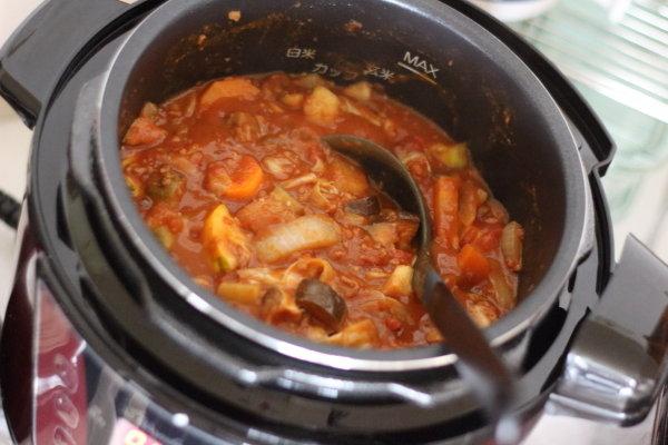 野菜が山盛り!絶品無水カレー/ほったらかし調理:スロークッカー機能で