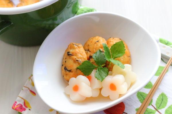 弁当のすきまおかずにぴったり!ふんわり白身魚揚げと花こんにゃくの煮物