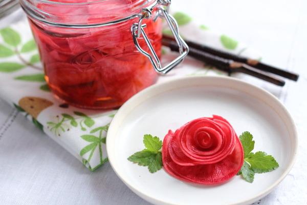 すし酢で作る簡単!【赤かぶのお漬物】~バラの形に