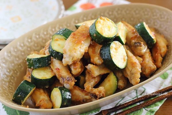 鶏とズッキーニの味噌炒め|ピリ辛でご飯が進む!
