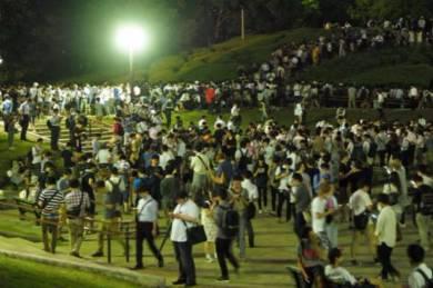 【ポケモンGO】世田谷公園にポケモンGO民集合しゴミだらけ、前から遊んでた子供がゴミ拾いに