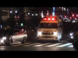 緊急車両 道譲る