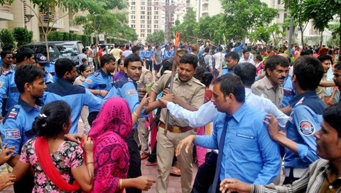http://www.hindustantimes.com/rf/image_size_960x540/HT/p2/2017/07/13/Pictures/protest-at-a-noida-housing-society_a5e57a30-6783-11e7-95fb-ec6334583ea6.jpg