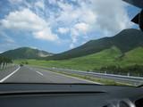 高速道路から見た由布岳