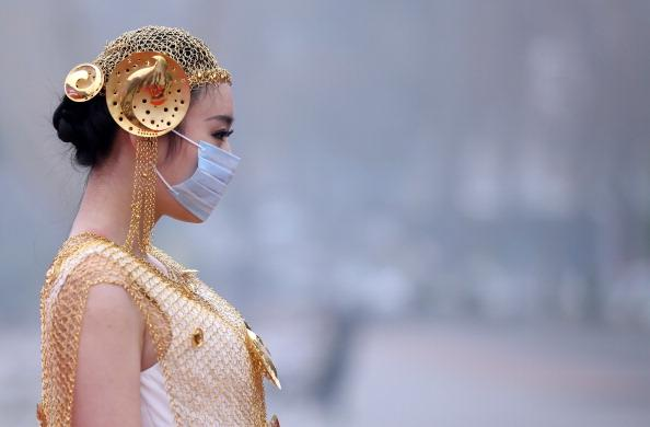 【大紀元日本12月9日】中国東部江蘇省南京市で7日、屋外で開かれた宝飾... ファンションショー