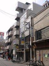Cafe萌え萌え_ビル前景_堺筋方向から