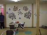 ねCOちゃ_壁に大量の猫メイドさん写真が