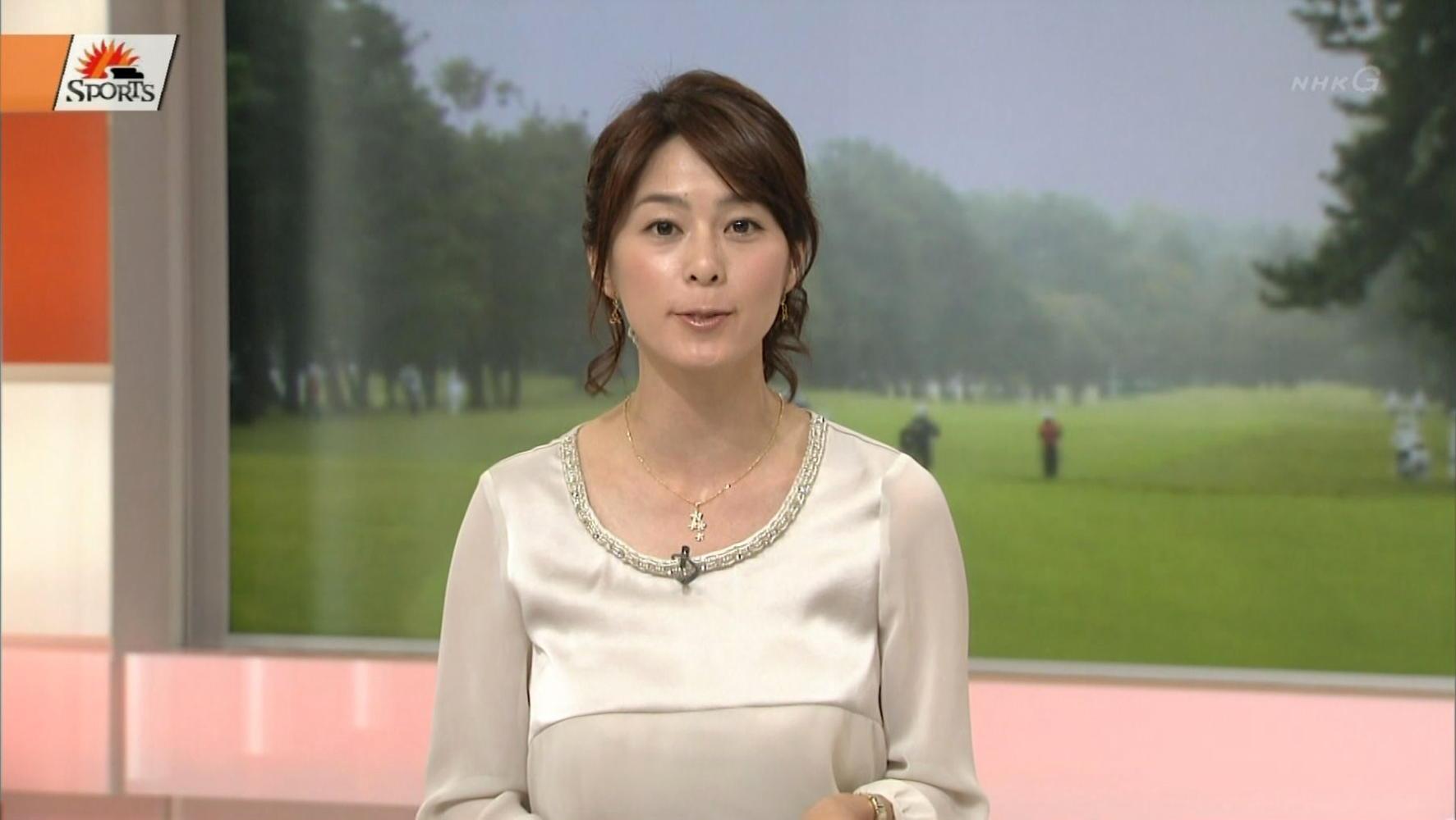 杉浦友紀のドレス画像