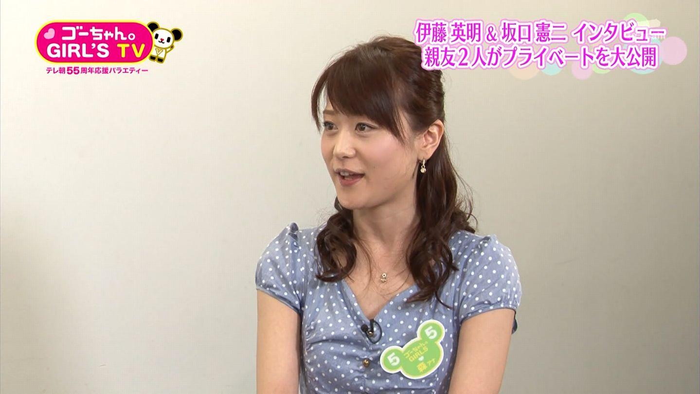 インタビューをする森葉子