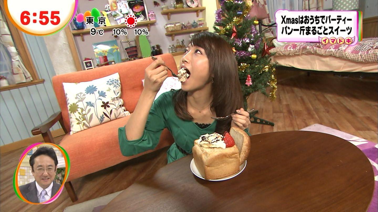スイーツを食べる三田友梨佳
