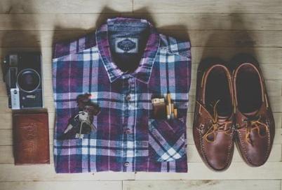 男友達「キラレタ…何でもいいから服買って来て」私「は?分かった…」→私「ピンポーン」部屋『ギャー!』凸ったら…