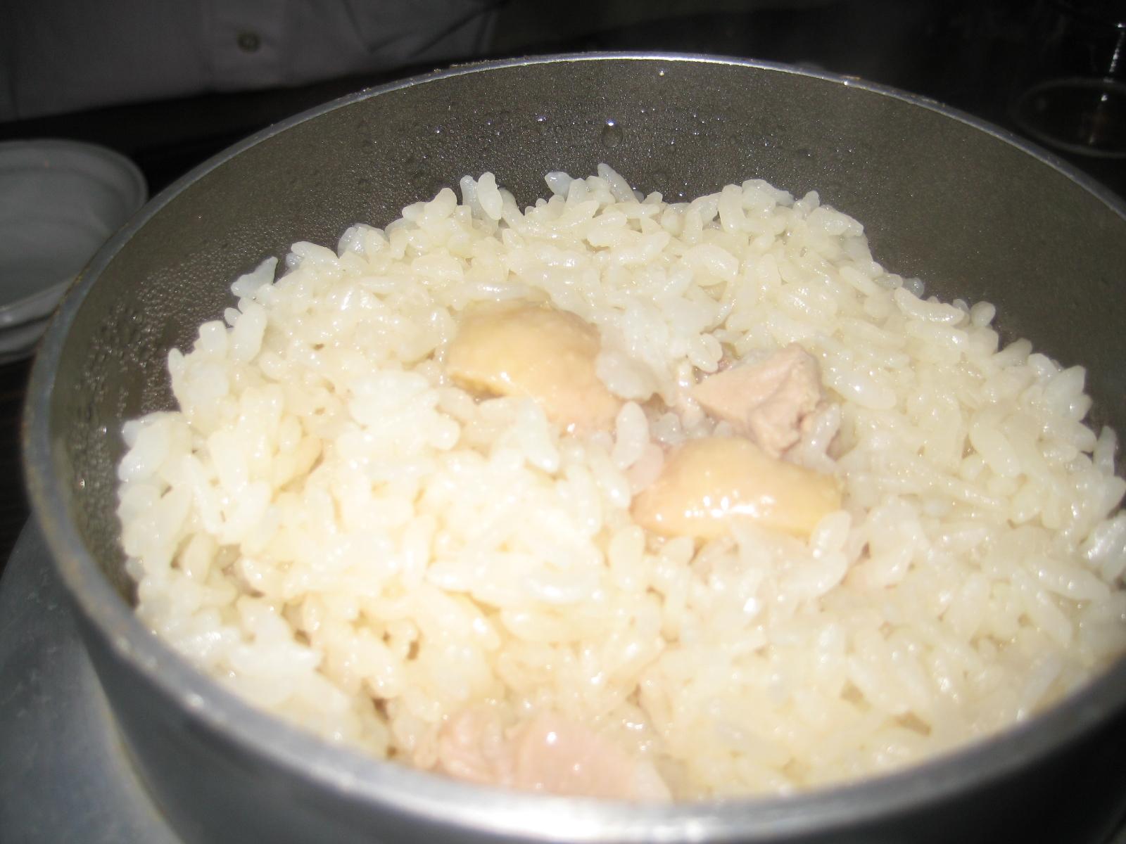 鶏の釜飯800円 通は半分はスープをかけて