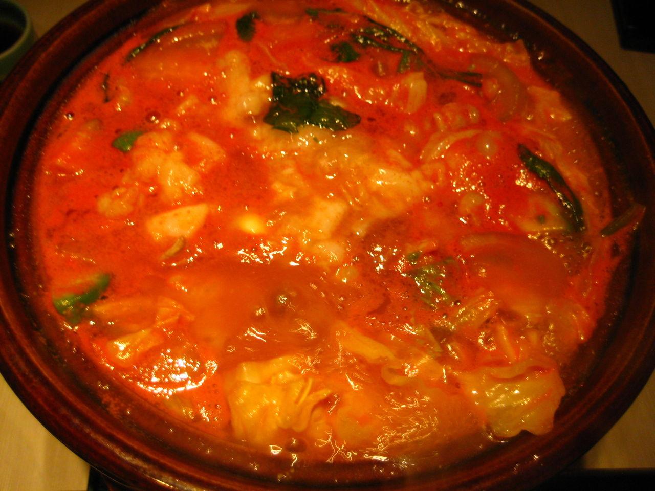トマトもつ鍋煮えたとこ