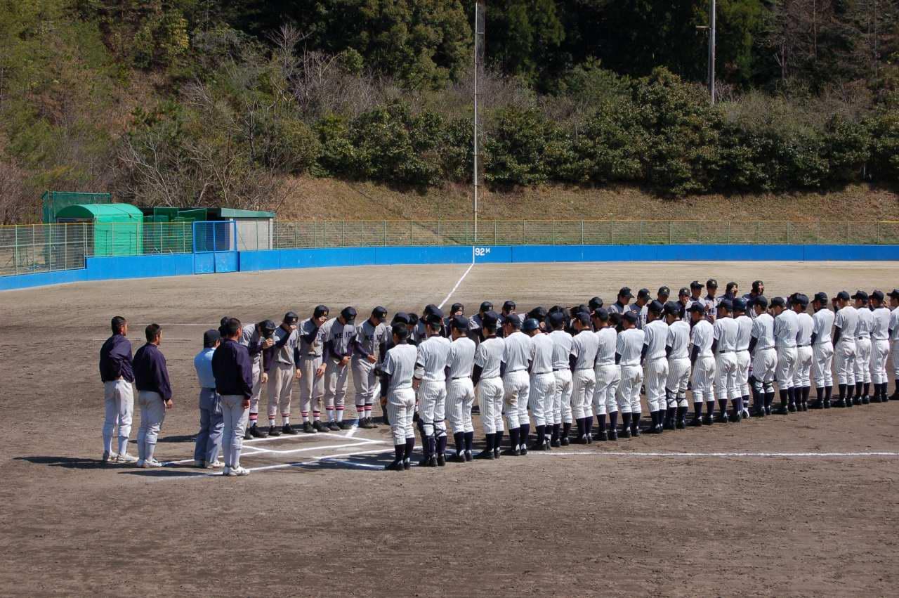 明徳義塾高校の野球部の寮は携帯持ち込みOKです …