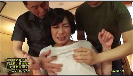 【中山香苗】清楚系の中年奥さま!息子の友人たちが襲って来てオッパイをモミモミされてもう我慢できません!