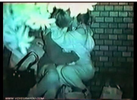 【個人撮影】熱愛カップルが真っ暗な公園の中で彼氏とやっていました!盗撮カメラマンがオメコに指を入れてるのを赤外線で本物盗撮!