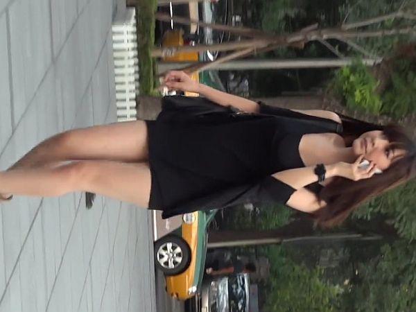 【HD盗撮動画】街中でイイ女オーラをダダ漏れで目立っる美女が入店したショップ内まで尾行してパンチラGETwww