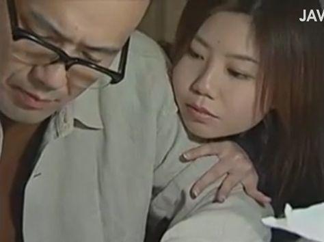【義父娘相姦動画】捨て子だった自分を引き取り育ててくれた義父と肉体関係にある女子高生!ヘンリー塚本!