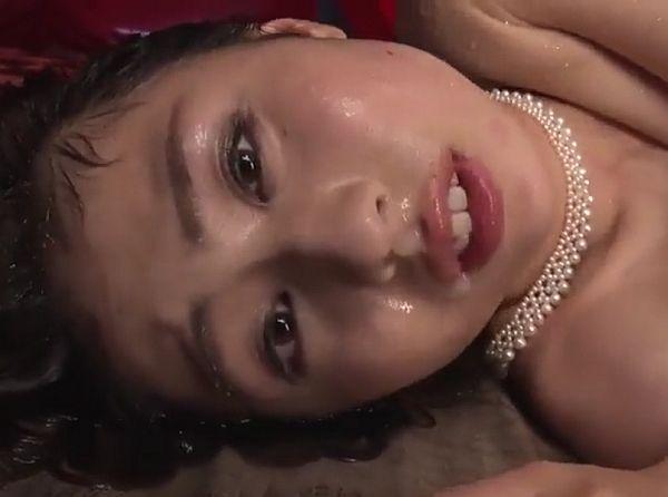 【大傑作】美熟女がオヤジ二人に中出し喰らい小便をかけられてモガキながら絶頂!前田可奈子