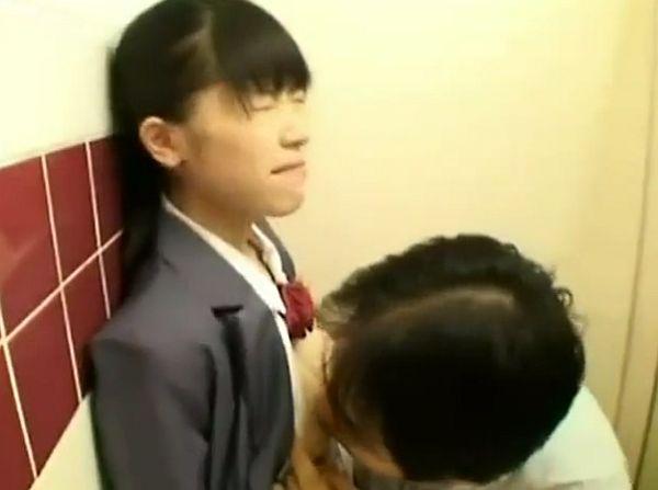 «円光»友達が初体験を終えてるなの処女なのを思いつめた美少女JCが円光した結果・・・驚愕のトラウマ体験!