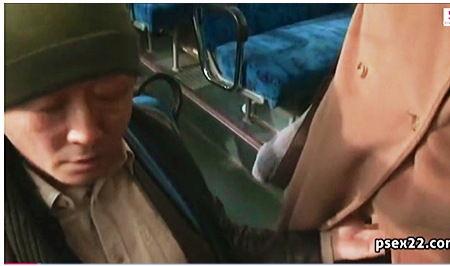 【巨乳】ヘンリー塚本・これはやばい電車の中の痴女です!