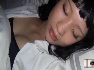【観覧注意】睡眠薬を使用して昏睡状態!美少女すぎる娘を痴漢行為からレイプした父親の映像!