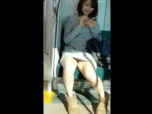 【HD盗撮動画】イイやつです!電車対面の超美形お姉さんの小股がゆるくてラッキーパンチラwww