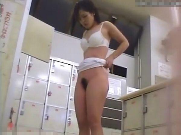 【盗撮動画】女風呂脱衣所!人妻熟女や美人お姉さまの美乳マンコ堪能し放題www