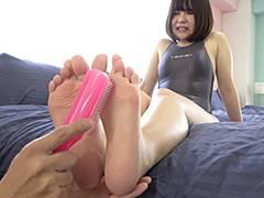 人気女優 新川ゆずチャンの足裏くすぐり拷問プレイ