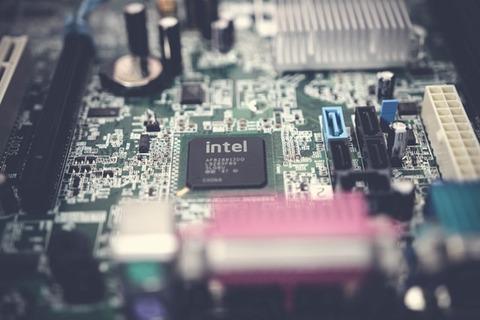 blur-capacitors-chip-1432673