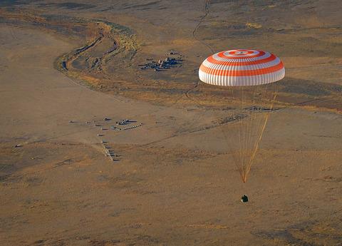 宇宙船ソユーズ打ち上げ失敗 カプセル部分切り離し宇宙飛行士生還