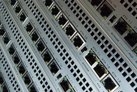 【通信】バッファローの無線LANルーターで通信障害、原因は自社サーバーダウン