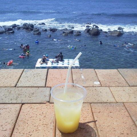稲取池尻ウキウキビーチでニューサマーオレンジ生搾りジュース