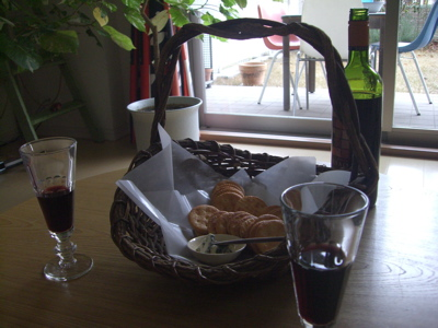 basket w wine