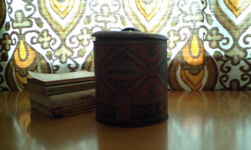 ビスケット缶