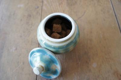 小壷と砂糖